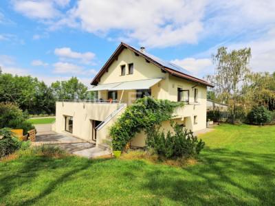 Belle maison individuelle 10 pièces à Laconnex image 1