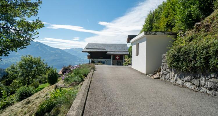 Gryon Immo vous propose un joli chalet rénové avec grand terrain et une magnifique vue  image 2