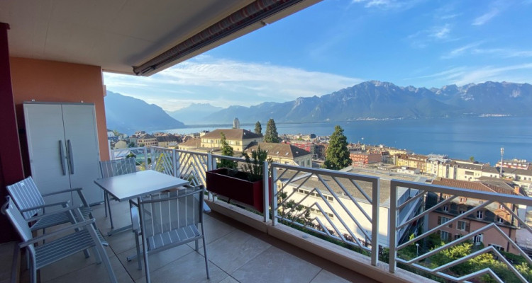 Beau studio meublé avec grand balcon et magnifique vue ! image 1