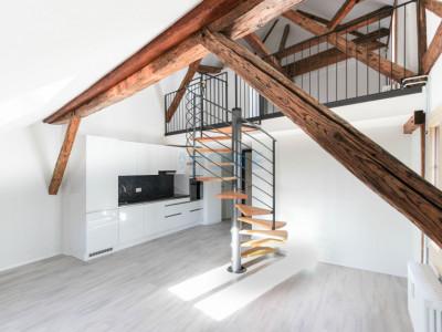 Cosy appartement de 1.5 pièces avec mezzanine au centre de Moudon image 1