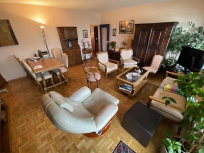 Au centre de Thônex Appartement de 5 pièces en étage image 1