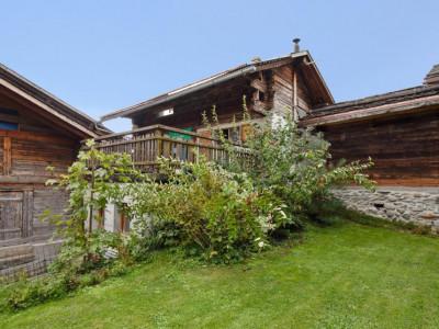 A proximité de Verbier dans le charmant village de Sarreyer, raccard et chalet en madriers à rénover image 1