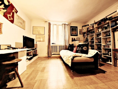 VISITE 3D // Joli studio/ hauteurs sous plafond / vieille ville Genève image 1