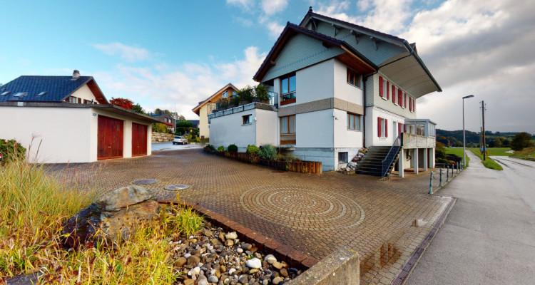 Gepflegtes Generationenhaus mit familienfreundlichem Aussenbereich image 1