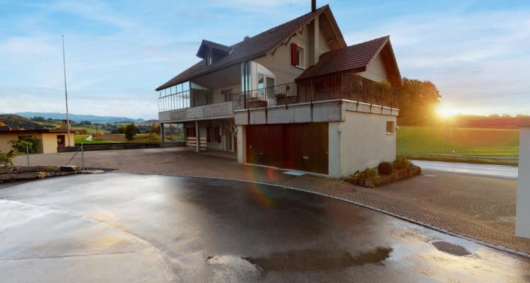 Gepflegtes Generationenhaus mit familienfreundlichem Aussenbereich image 2