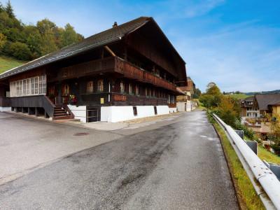 Gut erhaltenes und heimeliges Bauernhaus mit grossem Grundstück image 1