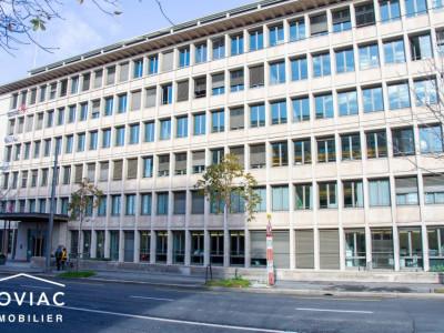 Splendide bureau à Lausanne, dans un bâtiment emblématique  image 1