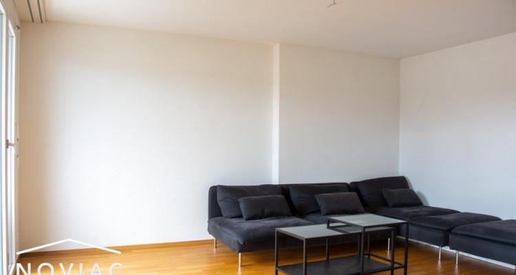 Splendide 3.5 pièces, moderne, en attique, avec balcon image 2