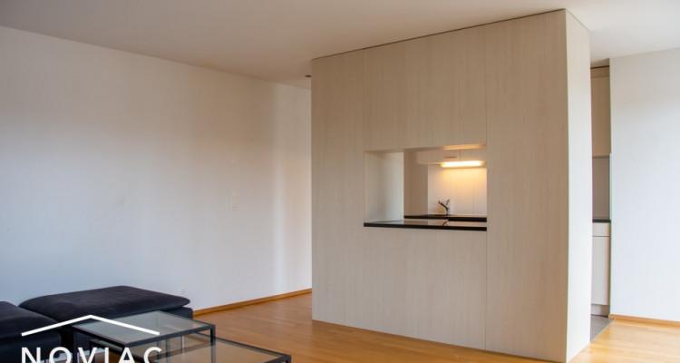 Splendide 3.5 pièces, moderne, en attique, avec balcon image 3