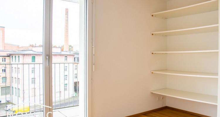 Splendide 3.5 pièces, moderne, en attique, avec balcon image 7