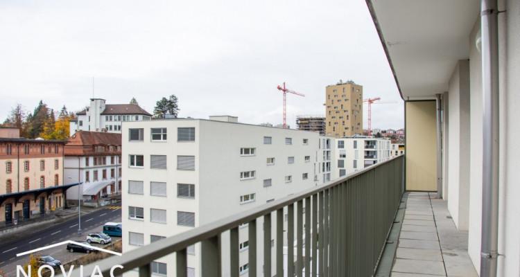 Splendide 3.5 pièces, moderne, en attique, avec balcon image 8