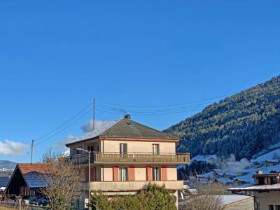 FOTI IMMO - Grande maison de 8,5 pièces à rénover. image 1