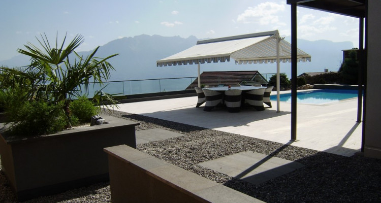 Spacieuse villa avec piscine, vue imprenable sur le lac image 11