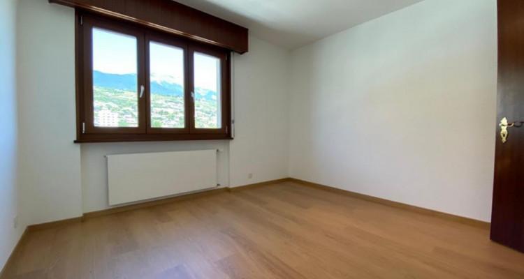 VISITE 3D // Magnifique 4,5 pièces en attique - Large Balcon - Box  image 7