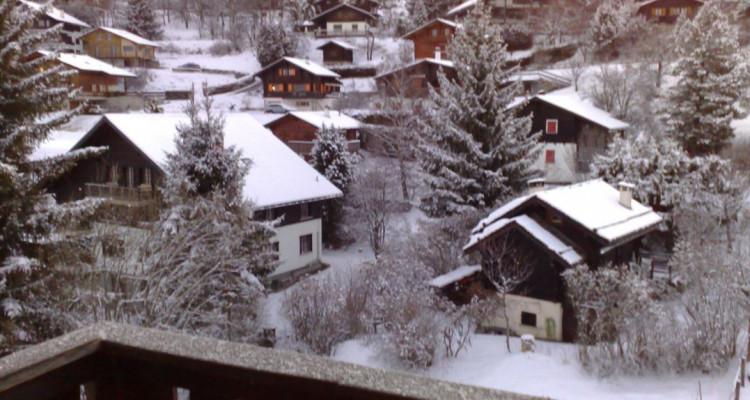 Situation :<BR> A 5 minutes à pied du centre du village et à 10 minutes des remontées mécaniques, avec magnifique vue sur le village et sur les Alpes Bernoises.<BR> Résidence secondaire<BR> Meublé<BR> image 4