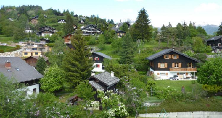 Situation :<BR> A 5 minutes à pied du centre du village et à 10 minutes des remontées mécaniques, avec magnifique vue sur le village et sur les Alpes Bernoises.<BR> Résidence secondaire<BR> Meublé<BR> image 6