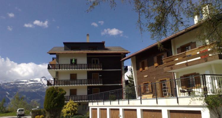 Situation :<BR> A 5 minutes à pied du centre du village et à 10 minutes des remontées mécaniques, avec magnifique vue sur le village et sur les Alpes Bernoises.<BR> Résidence secondaire<BR> Meublé<BR> image 7