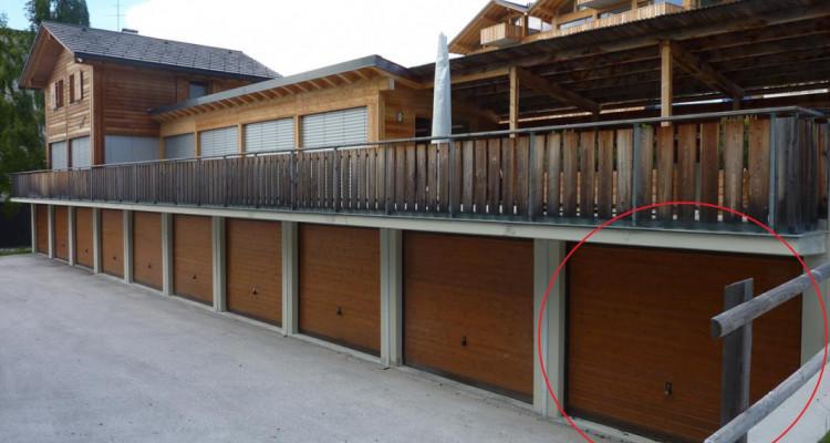 1 garage-box indépendants en PPE avec place de parc extérieur dune profondeur de env. 5.50 m devant chaque garage. Chaque PPE est indépendante, mais participe au frais de déblaiement des neiges et d image 4