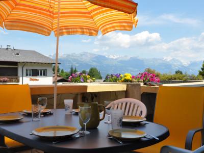 Duplex avec terrasse et vue imprenable sur les Alpes Bernoises. Place de parc sous couvert en option. Ascenseur.  image 1