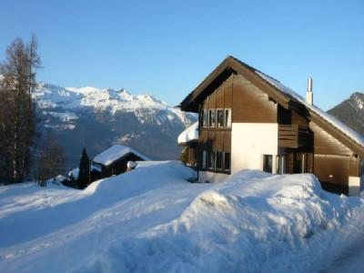 Situation : Magnifique chalet situé au lieu-dit Les Avouinsettes, excellent ensoleillement, vue imprenable sur les Alpes Bernoises et sur le village de Vercorin image 1