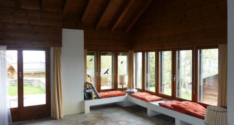 Situation : Magnifique chalet situé au lieu-dit Les Avouinsettes, excellent ensoleillement, vue imprenable sur les Alpes Bernoises et sur le village de Vercorin image 3