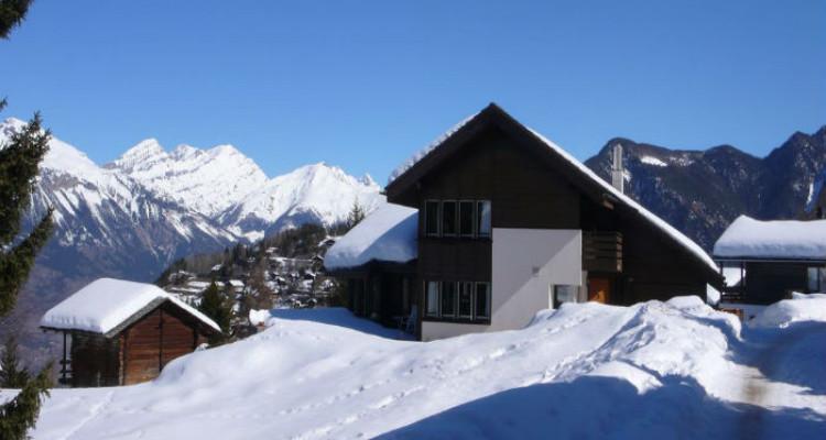 Situation : Magnifique chalet situé au lieu-dit Les Avouinsettes, excellent ensoleillement, vue imprenable sur les Alpes Bernoises et sur le village de Vercorin image 6