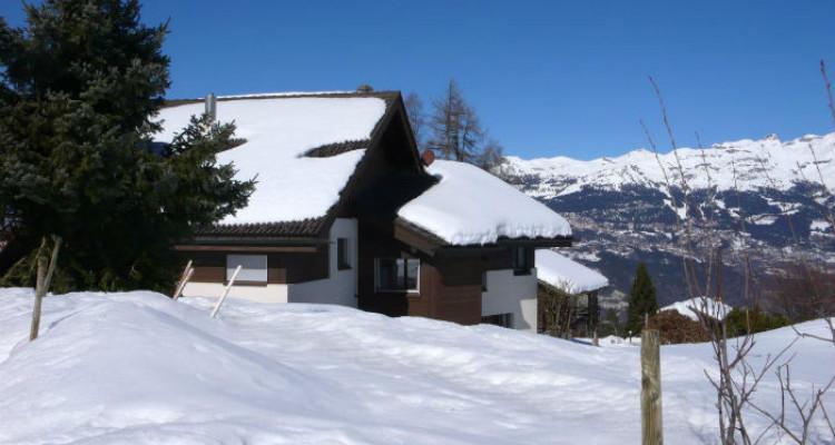 Situation : Magnifique chalet situé au lieu-dit Les Avouinsettes, excellent ensoleillement, vue imprenable sur les Alpes Bernoises et sur le village de Vercorin image 7