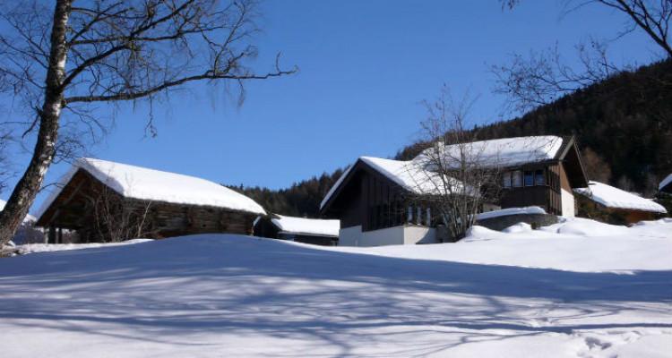 Situation : Magnifique chalet situé au lieu-dit Les Avouinsettes, excellent ensoleillement, vue imprenable sur les Alpes Bernoises et sur le village de Vercorin image 8