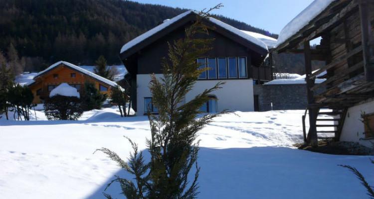 Situation : Magnifique chalet situé au lieu-dit Les Avouinsettes, excellent ensoleillement, vue imprenable sur les Alpes Bernoises et sur le village de Vercorin image 9