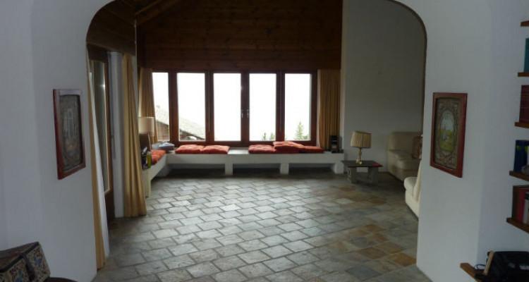 Situation : Magnifique chalet situé au lieu-dit Les Avouinsettes, excellent ensoleillement, vue imprenable sur les Alpes Bernoises et sur le village de Vercorin image 10