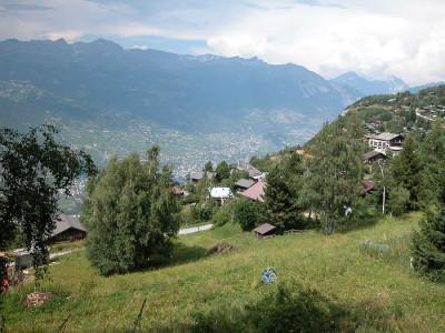 Situé au lieu-dit Avouintzet. En zone chalet. Vue imprenable sur les Alpes Bernoises et la vallée du Rhône.  • parcelles n°2473 et 2474 de 739 m2 • en zone chal image 1