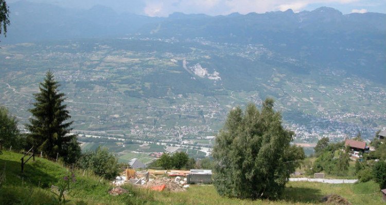 Situé au lieu-dit Avouintzet. En zone chalet. Vue imprenable sur les Alpes Bernoises et la vallée du Rh&ocirc;ne.<br /> <br /> &bull; parcelles n&deg;2473 et 2474 de 739 m2<br /> &bull; en zone chal image 2