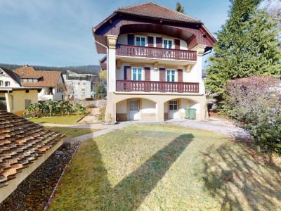 Grande maison avec jardin offrant beaucoup de potentiel image 1