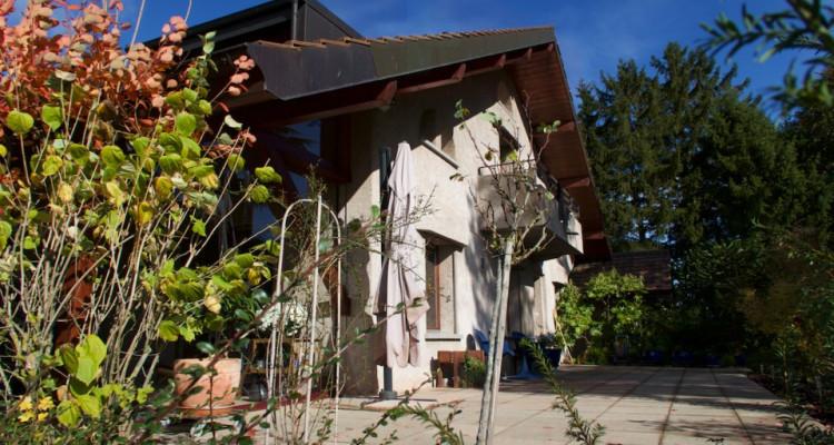 Propriété avec deux maisons individuelles sur 4006m2 de terrain en zone agricole. image 2