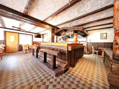 Bâtiment café-restaurant / appartement 4,5 p / terrasse image 1