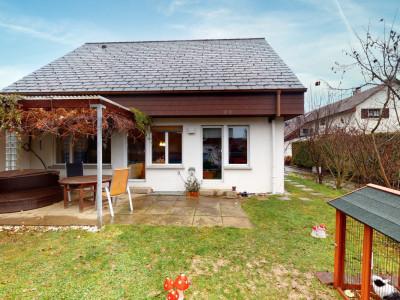 Doppelhaushälfte mit schönem, privatem Garten image 1