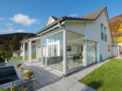 Elegantes Einfamlienhaus mit Fernsicht und tollem Garten image 1