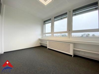 Splendide(s) bureau(x) à louer / gare de Coppet image 1