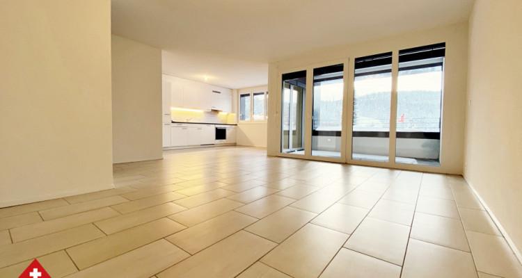 VISITE 3D / Magnifique appartement 3.5 p / 2 chambres / SDB / Balcon image 2