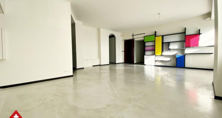 VISITE 3D // Magnifique 3,5p / 2 chambres / Grande pièce de vie  image 1