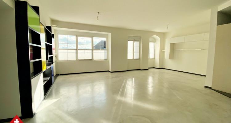 VISITE 3D // Magnifique 3,5p / 2 chambres / Grande pièce de vie  image 2