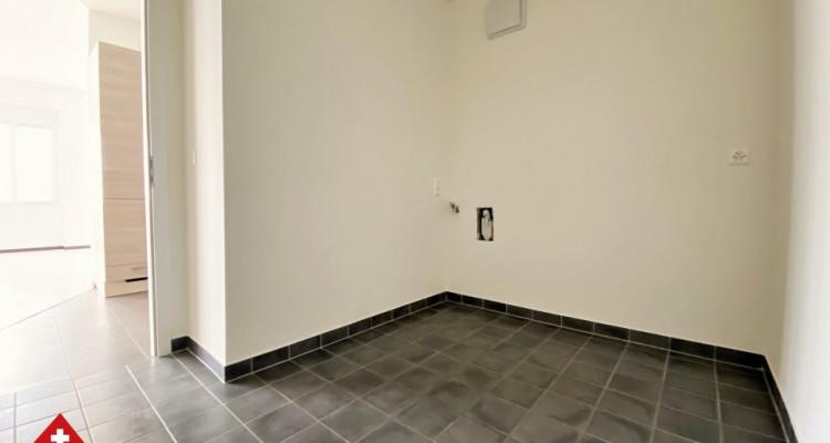 VISITE 3D // Magnifique 3,5p / 2 chambres / Grande pièce de vie  image 4