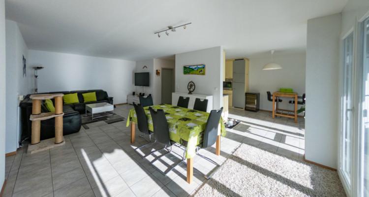 VISITE 3D / Magnifique appartement 3.5p / 2 chambres / SDB / Balcon image 3