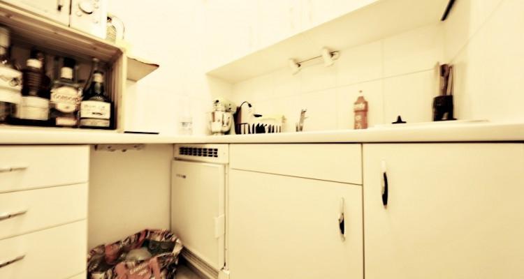 VISITE 3D // Joli studio/ hauteurs sous plafond / vieille ville Genève image 2