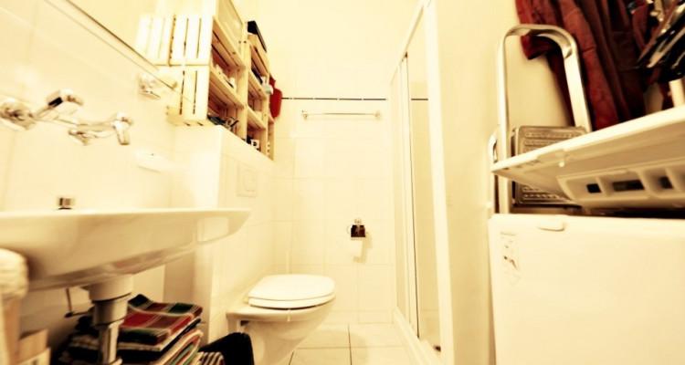 VISITE 3D // Joli studio/ hauteurs sous plafond / vieille ville Genève image 3