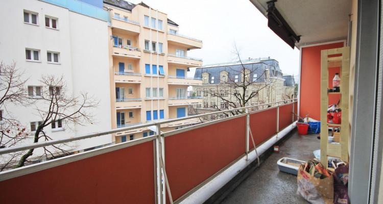 Magnifique 2,5p // 1 chambre // SDB // Balcon image 6