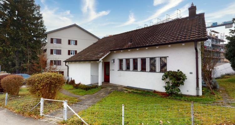 Geräumiges, sehr zentral gelegenes Einfamilienhaus mit viel Potenzial image 1
