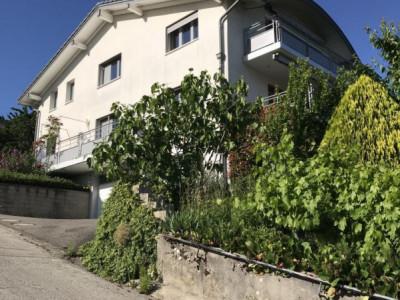 Spacieux appartement dans villa avec vue sur le lac image 1
