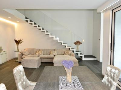 A louer un magnifique appartement contemporain de 6 pièces en plein centre de Genève dans une résidence hautement sécurisée. image 1