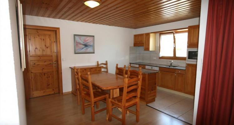 Magnifique appartement de 3 pièces au centre du village avec belle vue sur la vallée image 2